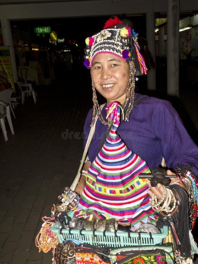 Straßenhändler, der Hüte und Schmucksachen verkauft stockfotos
