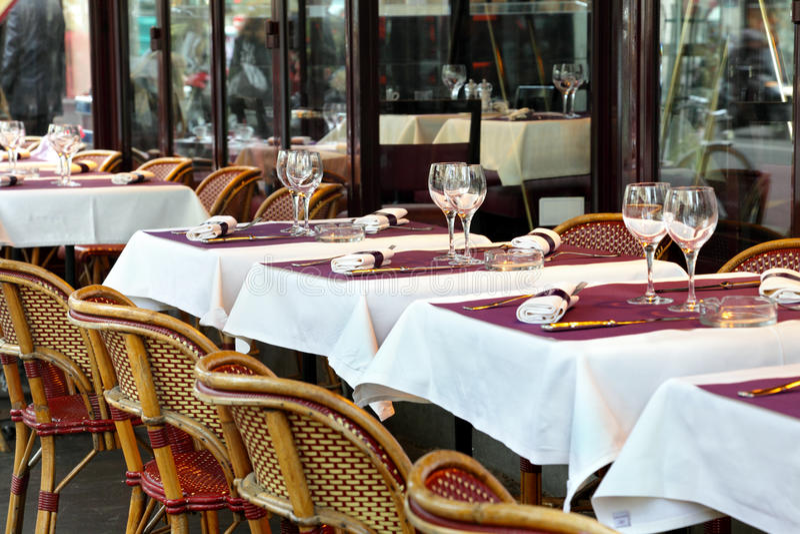 Straßenkaffee in Paris lizenzfreies stockbild