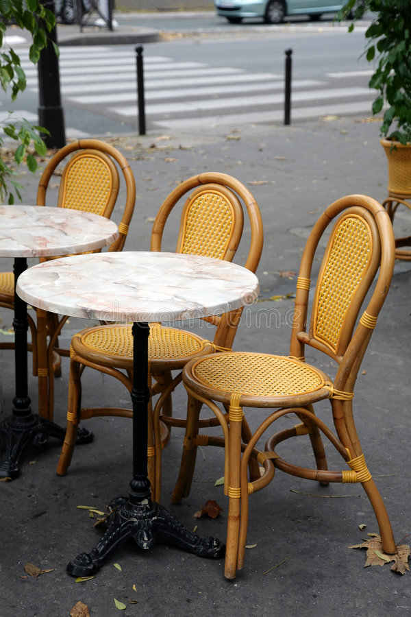 Straßenkaffee in Paris lizenzfreie stockfotos