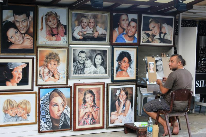Straßenkunst in den goldenen Sanden - Porträts stockfotos