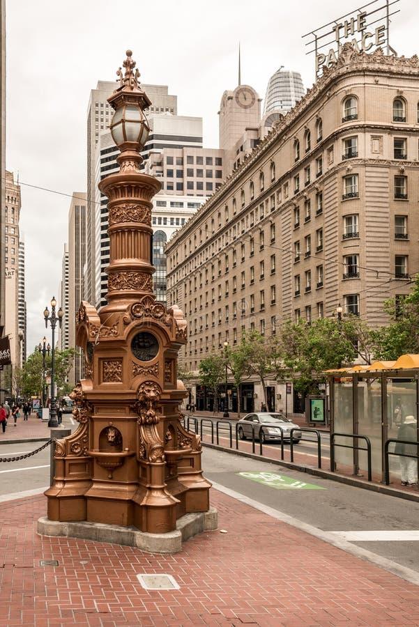Straßenlaterne in der Marktstraße stockfoto