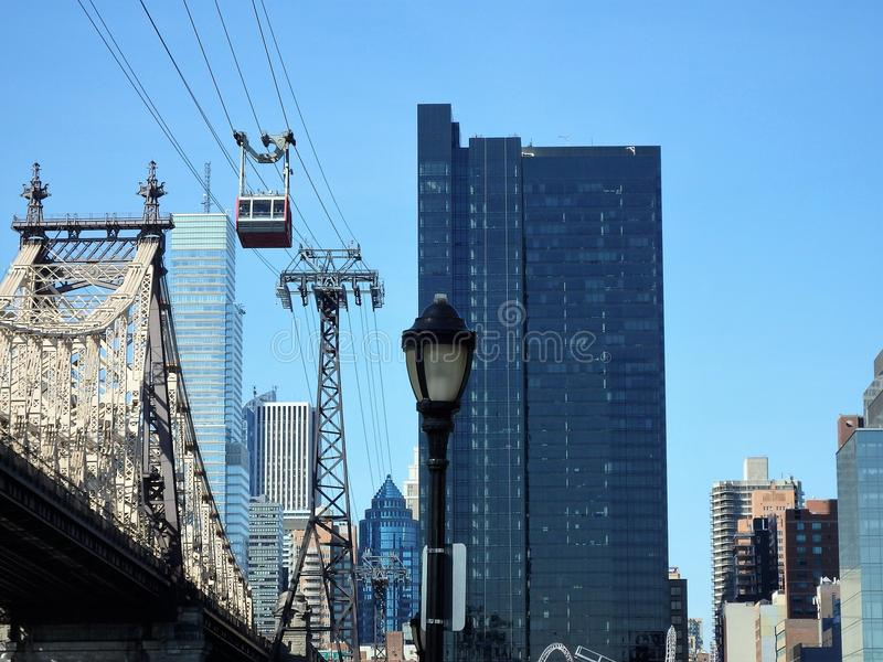 StraßenlaterneRoosevelt Bridge-Handelsgebäude lizenzfreie stockfotos
