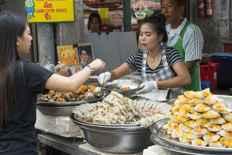 Straßenlebensmittel klemmt in Bangkok fest lizenzfreies stockfoto