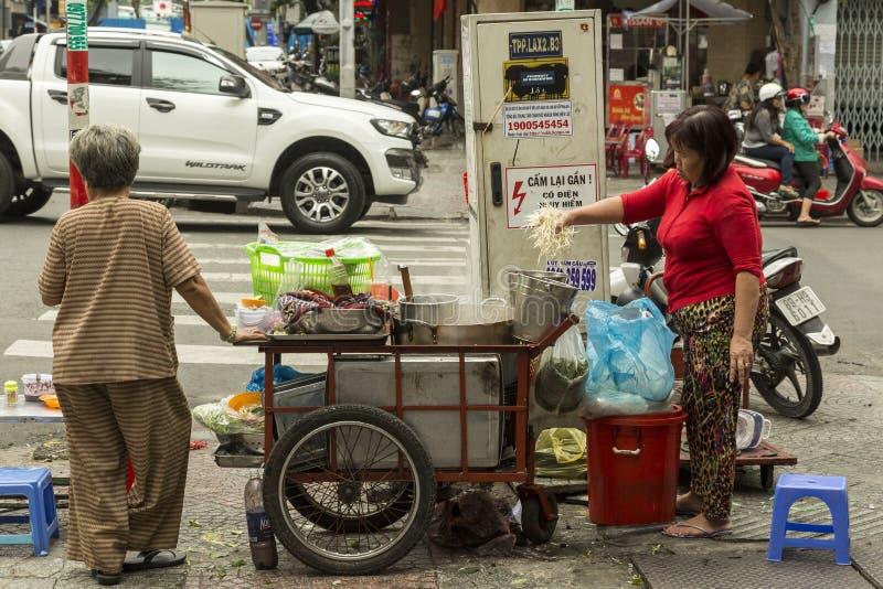Straßenlebensmittelküche in Vietnam stockbilder