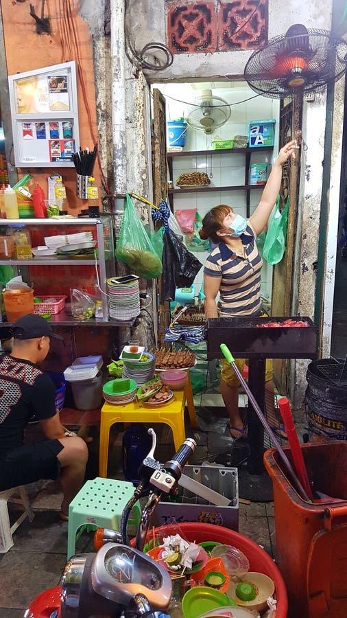 Straßenlebensmittelverkäufer, Hanoi, Vietnam lizenzfreies stockbild