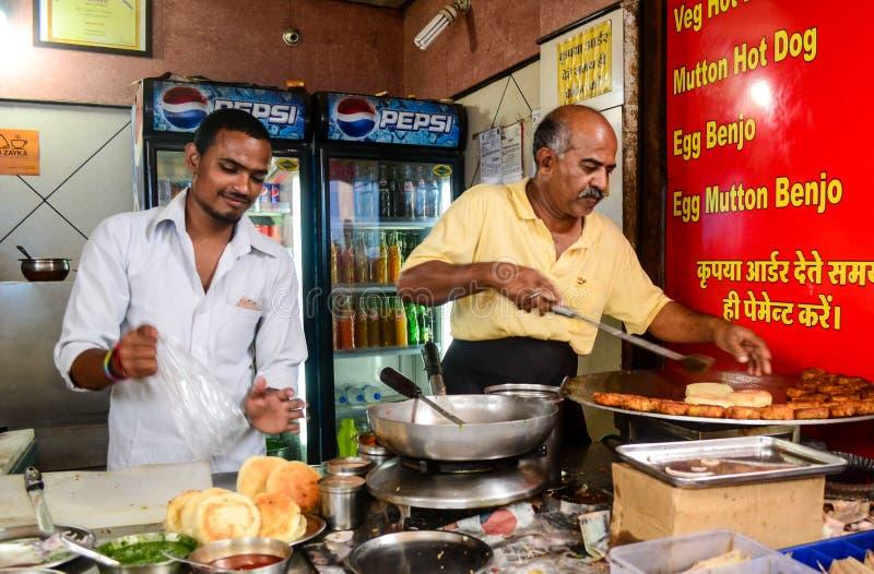 Straßenlebensmittelverkäufer in Indien stockbilder