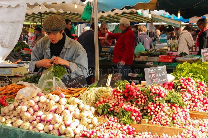 Straßenmarkt touren frankreich lizenzfreie stockfotos