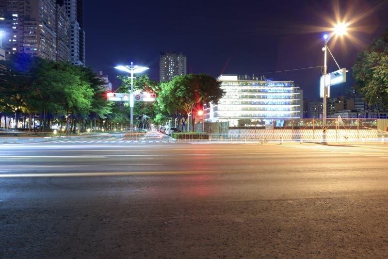 Straßennachtansicht von Kaohsiungs-Stadt lizenzfreies stockfoto