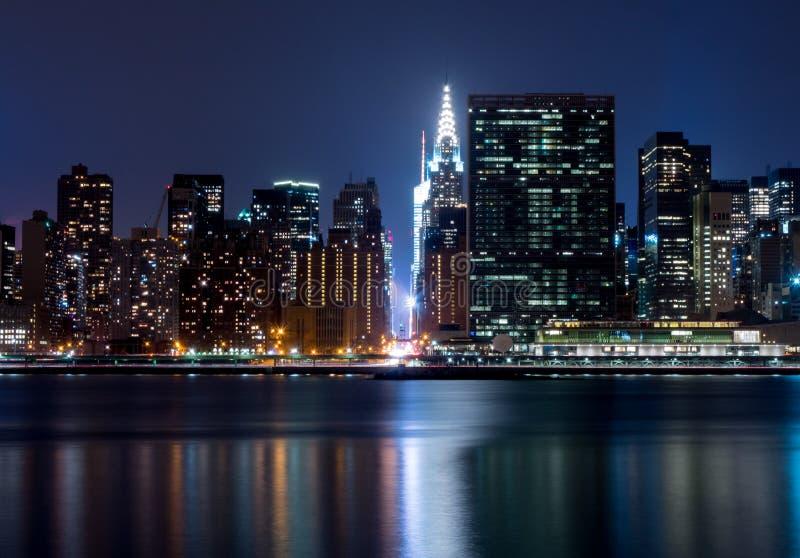 42. Straßennachtaufnahme, New York City lizenzfreie stockbilder