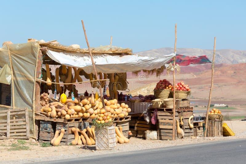 Straßenrandmarkt in Marokko stockbild