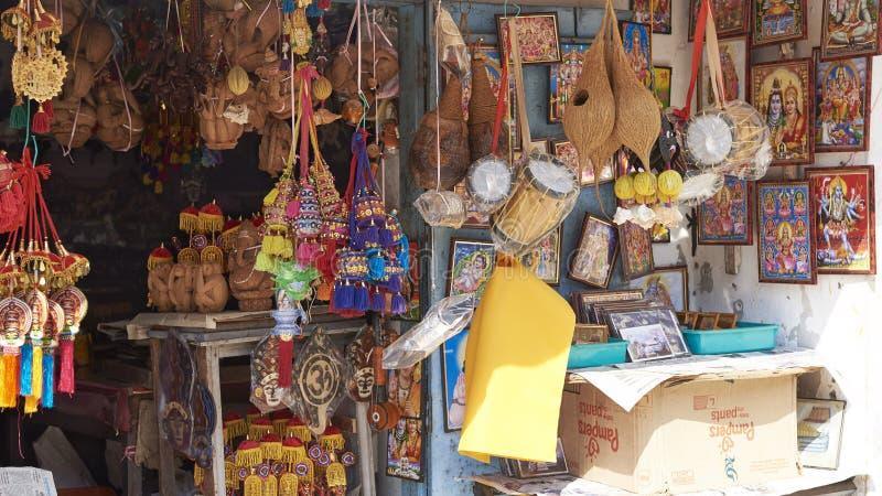 Straßenrandshop, der Andenken an Touristen verkauft stockbild