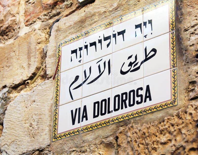 Straßenschild über Dolorosa in der alten Stadt, Jerusalem stockfoto