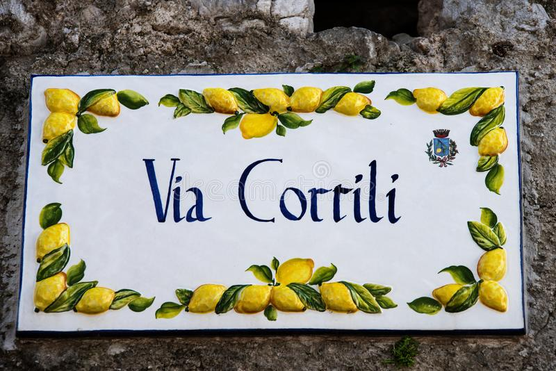 Straßenschild in Limone, Limone, Garda See, Italien, Europa stockfotos