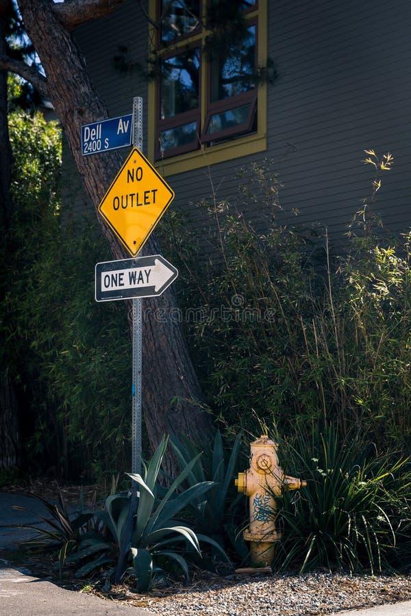 Straßenschild und Hydrant in Venedig, Los Angeles, USA lizenzfreie stockbilder