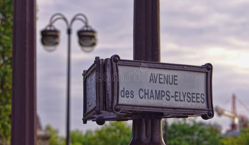 Straßenschild von Champs-Elyseesboulevard lizenzfreie stockfotos