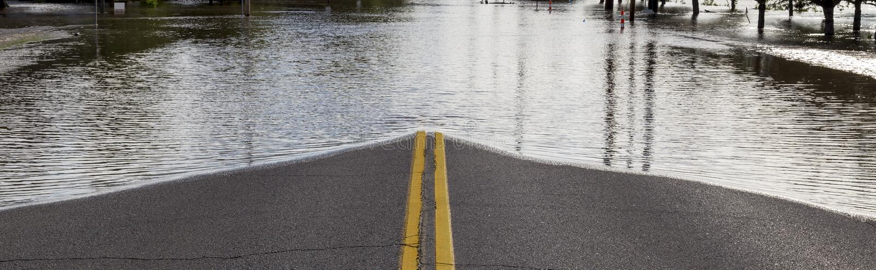Straßensperrung von der Überschwemmung lizenzfreie stockbilder