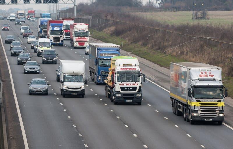 Straßentransport - handeln Sie auf der britischen Autobahn lizenzfreie stockbilder