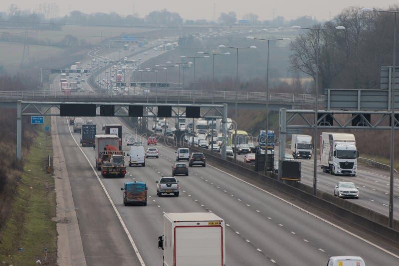Straßentransport - handeln Sie auf der britischen Autobahn stockbild