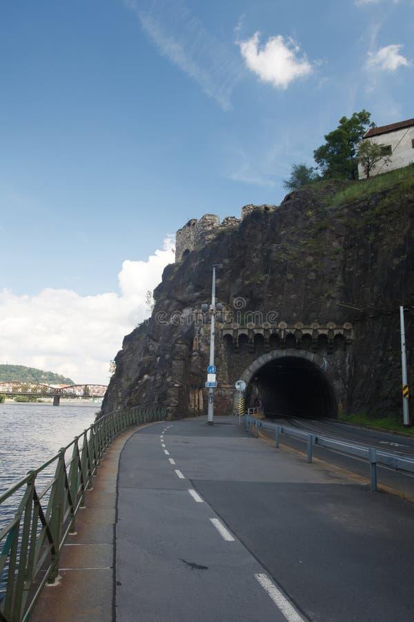 Straßentunnel in Vysehrad prag stockfotos