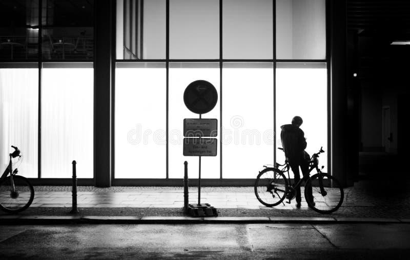 Straßenschattenbild in der Nacht lizenzfreies stockbild