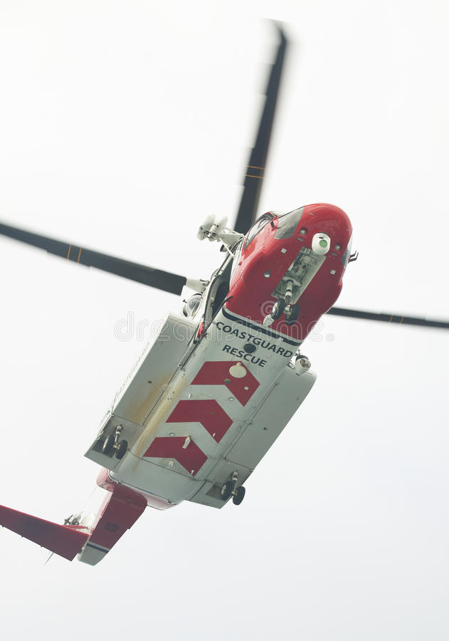 Straż wybrzeża ratowniczy helikopter w akci scotland UK zdjęcie stock