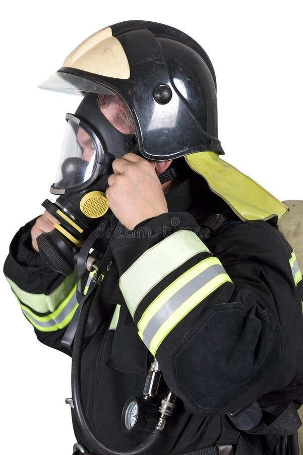 Strażak koryguje przeglądu oddychania maskowego aparat obrazy stock