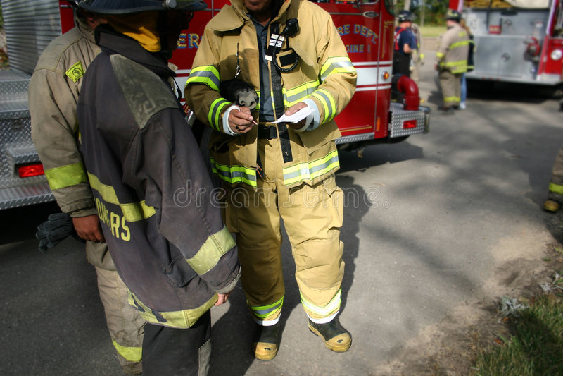 strażak praca zespołowa zdjęcia royalty free