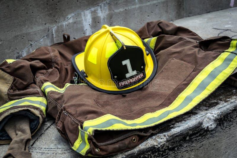 Strażak przekładnia na betonowym progu obrazy royalty free