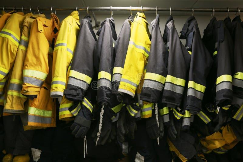 Strażaka wyposażenie dla operaci i, Pożarniczego wojownika pokój dla sklepu wyposażenia, ochrony pożarniczy wojownik wyposażenie obrazy stock