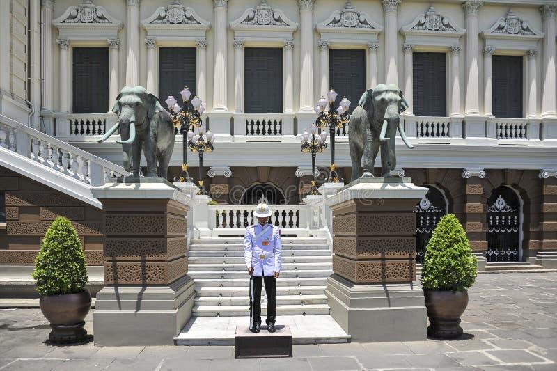 Strażnik przy Uroczystym pałac w Bangkok, Tajlandia zdjęcie royalty free