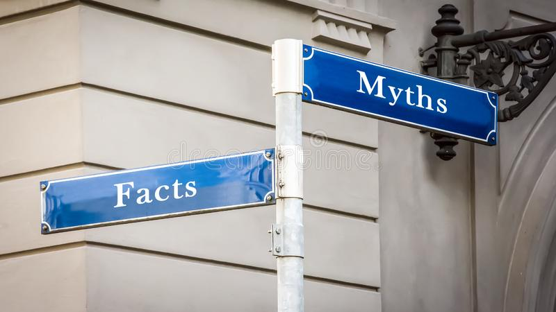 Stra?enschild zu den Tatsachen gegen Mythen stockbild