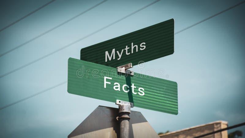 Stra?enschild zu den Tatsachen gegen Mythen lizenzfreie stockfotos