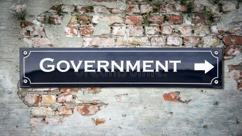 Stra?enschild zur Regierung stockbild