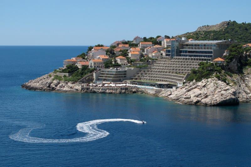 Straal skiër in Dubrovnik stock afbeeldingen