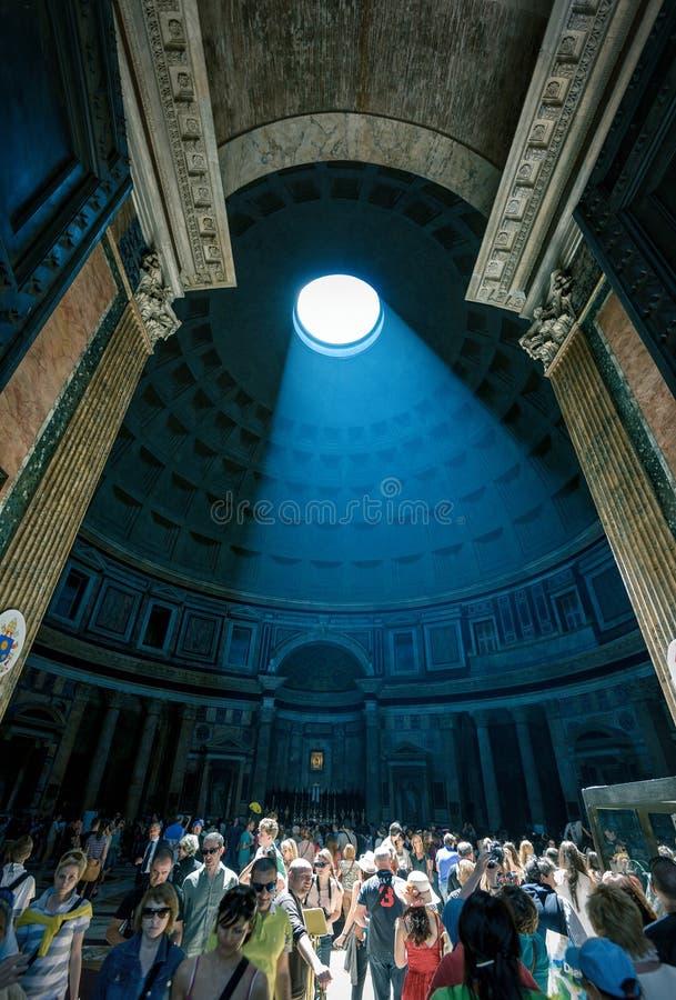 Straal van ight in Pantheon, Italië stock afbeelding