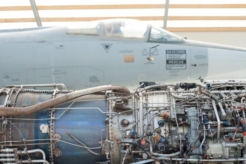 Straalmotor en vliegtuig royalty-vrije stock afbeeldingen