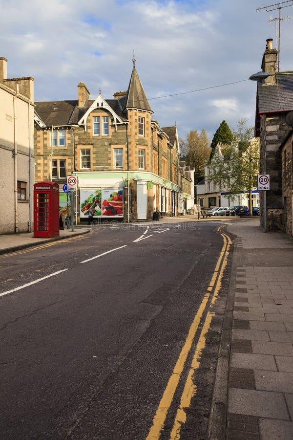 Straat in Aberfeldy, Schotland. royalty-vrije stock foto
