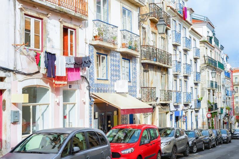 Straat, auto's, architectuur, Lissabon, Portugal royalty-vrije stock foto's