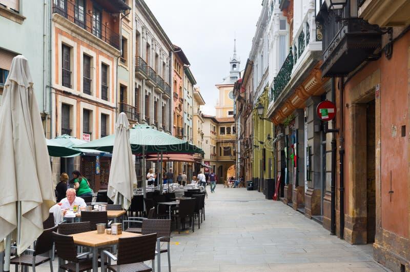 Straat bij historisch deel van Oviedo asturias royalty-vrije stock foto