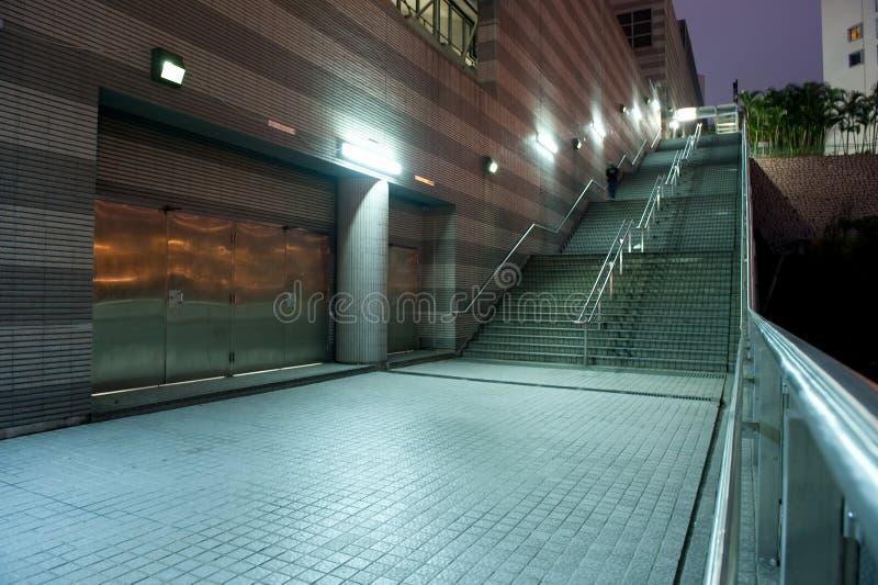 Straat bij nacht stock afbeelding