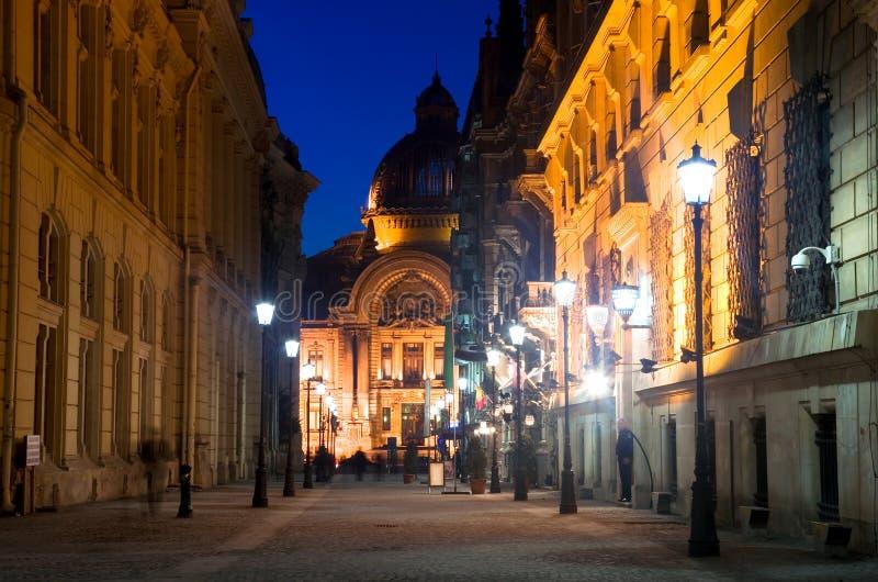 Straat Boekarest - Stavropoleos en het paleis van CEG stock foto