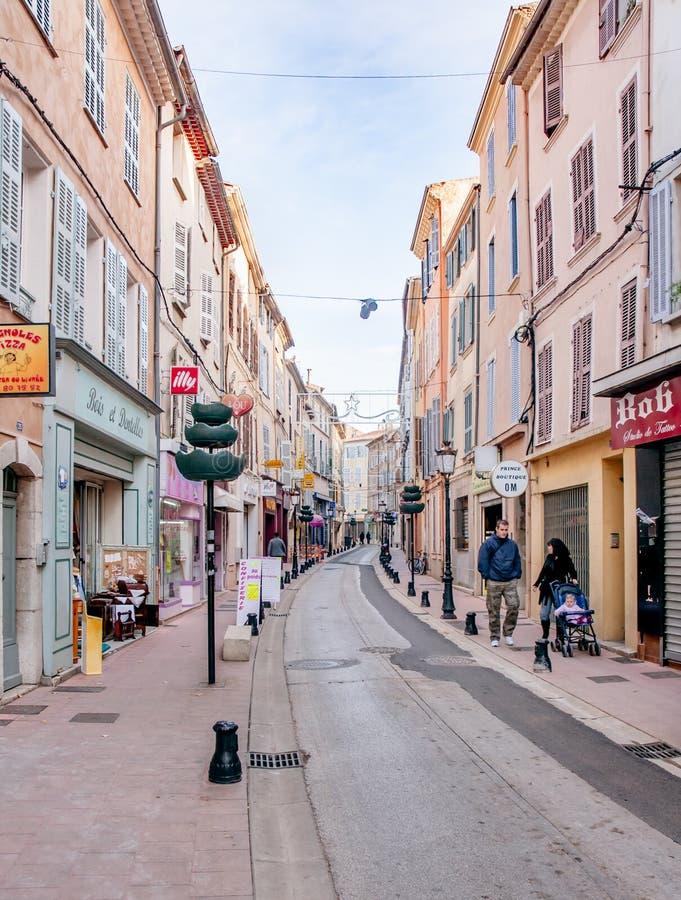 Straat in Brignoles, een Provencal-Stad in Frankrijk royalty-vrije stock foto
