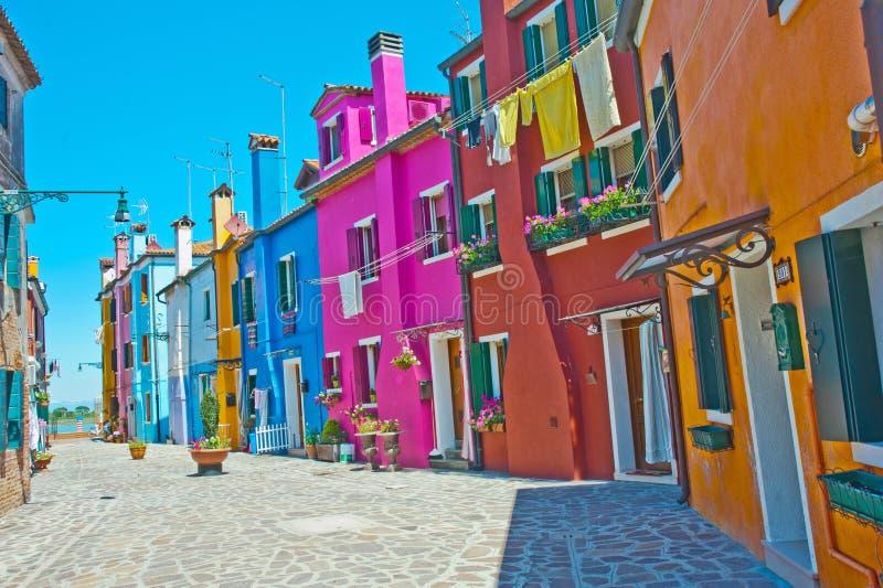 Straat in Burano, Venetië stock afbeelding