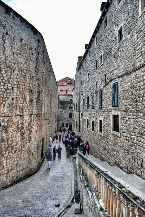 Straat in de oude stad Dubrovnik, Kroatië stock foto's