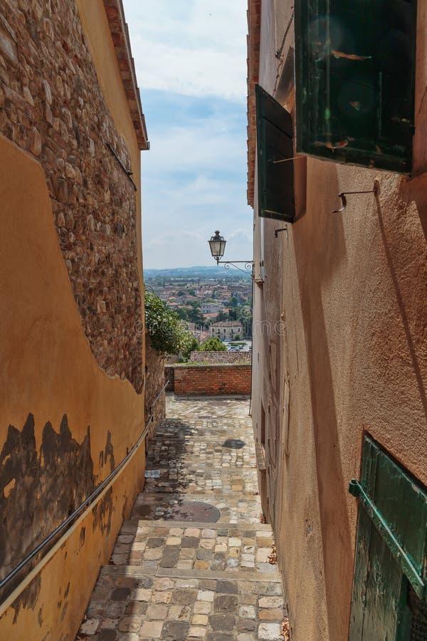 Straat in de oude stad in Itali? royalty-vrije stock afbeeldingen