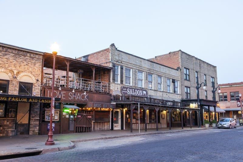 Straat in de Veekralen van Fort Worth bij schemer Texas, de V.S. royalty-vrije stock afbeeldingen