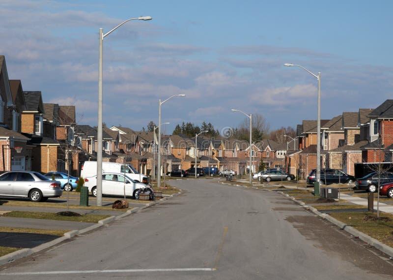 Straat in de voorsteden stock afbeeldingen