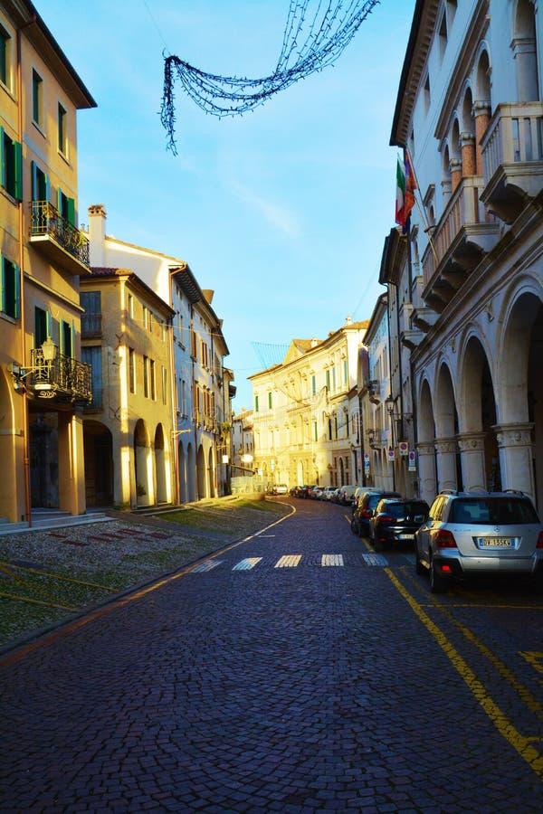 Straat en historische gebouwen, Conegliano Veneto, Treviso royalty-vrije stock fotografie