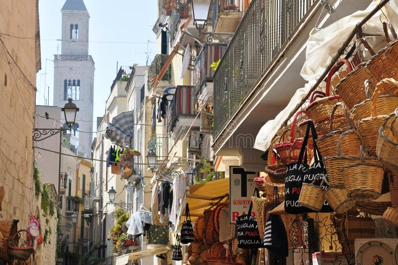 Straat en weg in Bari, Italië stock fotografie