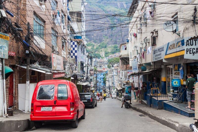 Straat in favela Rocinha stock afbeelding